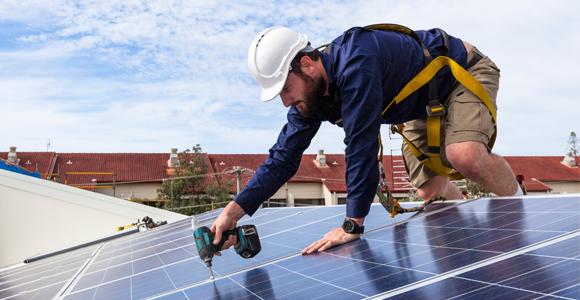 zelf zonnepanelen monteren