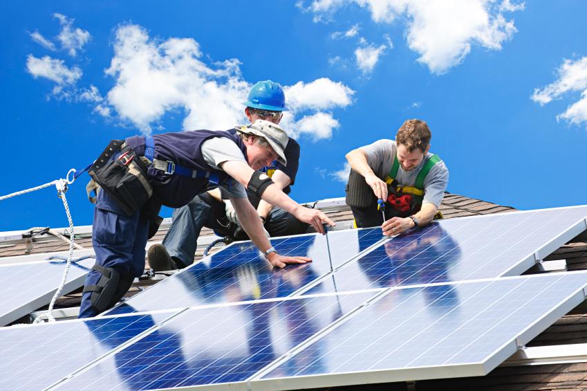 zonnepanelen installeren op het dak